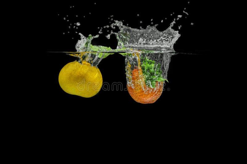 Salpicar las frutas foto de archivo