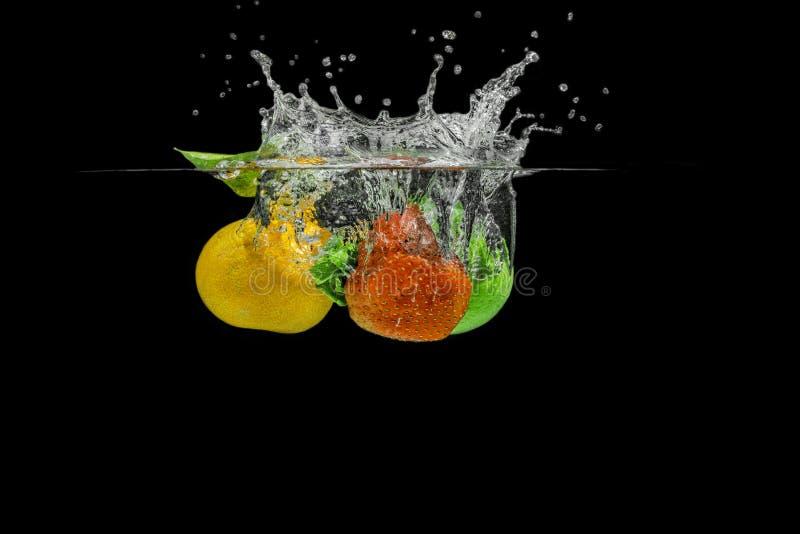 Salpicar las frutas fotografía de archivo libre de regalías