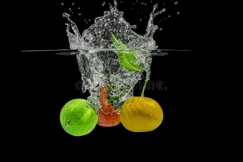 Salpicar las frutas fotos de archivo libres de regalías