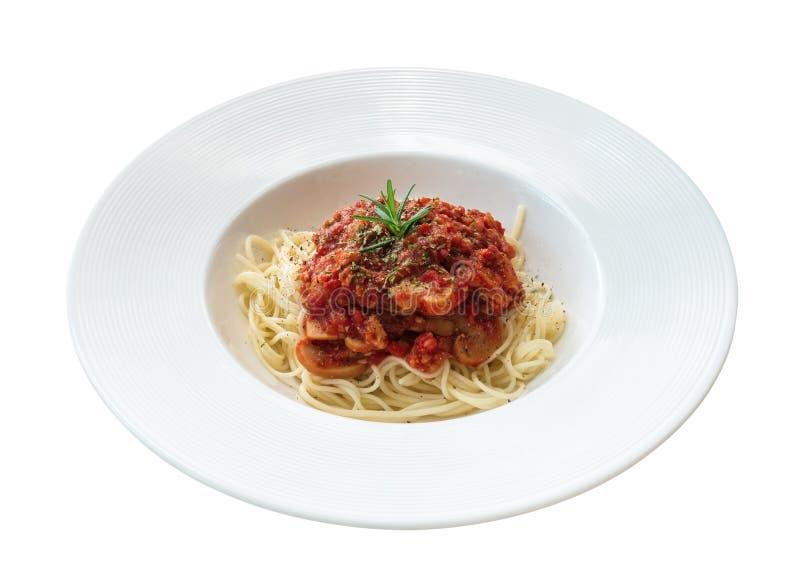 Salsa al pomodoro degli spaghetti in piatto ceramico isolato su fondo bianco, percorso fotografie stock libere da diritti