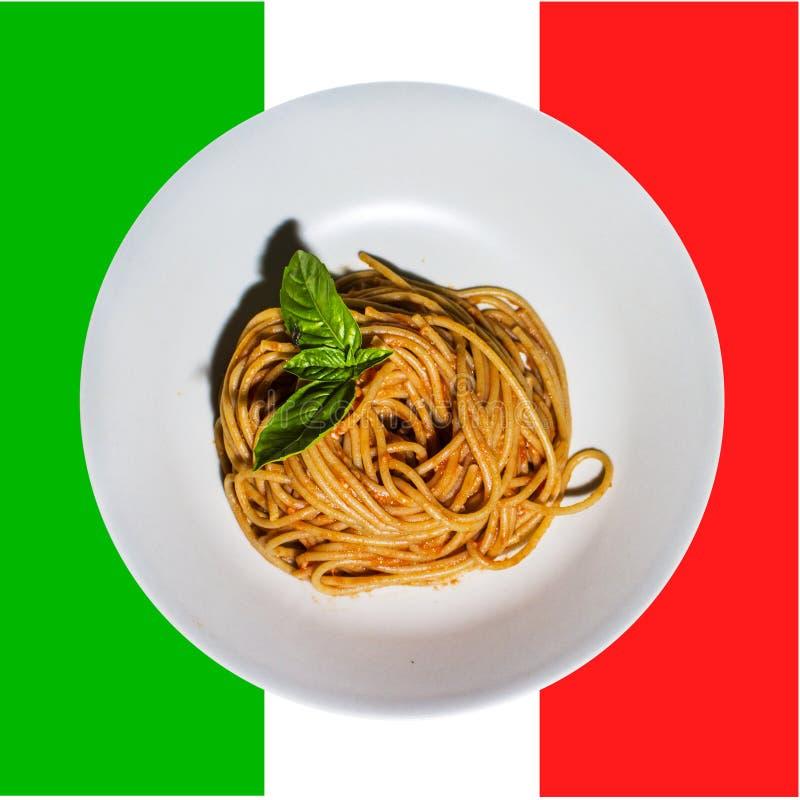 Salsa al pomodoro del briciolo degli spaghetti fotografia stock libera da diritti