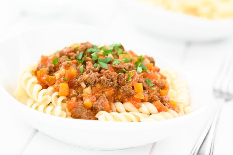 Salsa bolognese della carne della soia del vegano su pasta immagine stock