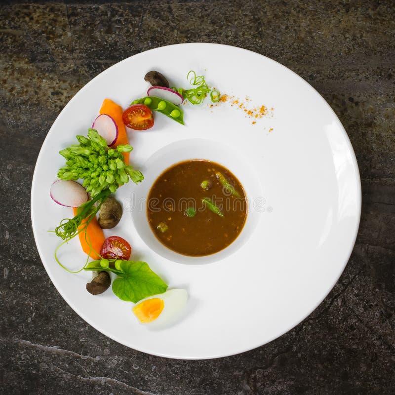Salsa de inmersión tailandesa de los chiles de la goma del camarón Nam Prik Kapi fotos de archivo