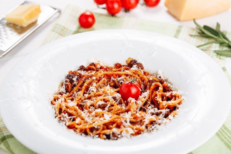 Salsa de tomate italiana tradicional de los espaguetis de las pastas imágenes de archivo libres de regalías