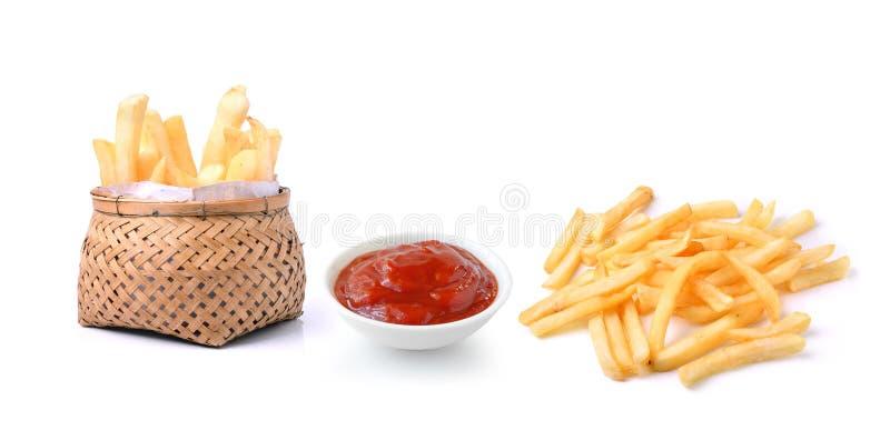Salsa de tomate y patatas fritas en el fondo blanco foto de archivo
