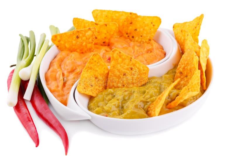 Salsa dei nacho, del guacamole e di formaggio, verdure fotografie stock libere da diritti