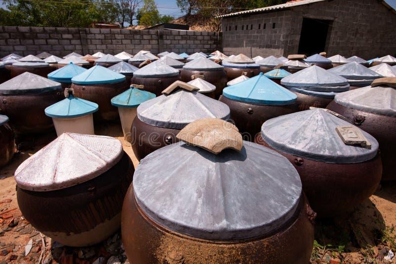 Salsa di pesce di tradizione in Phan Thiet, Vietnam fotografia stock