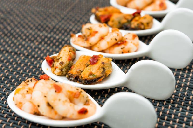 Salsa di vino bianco di Shrimpwith e della cozza fotografie stock