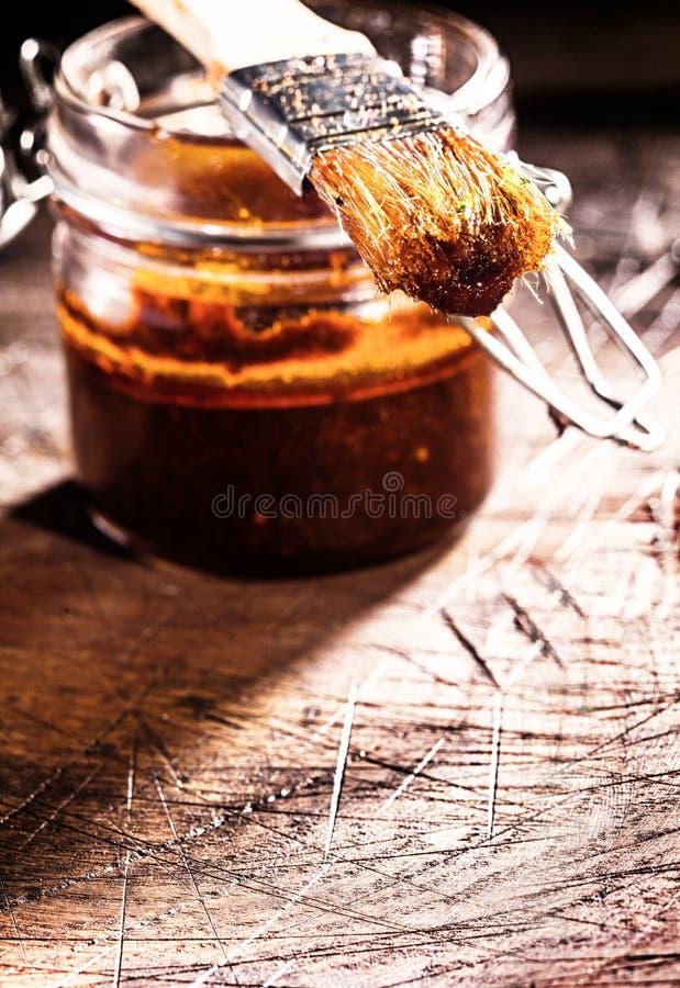 Salsa e spazzola d'unto piccanti fotografia stock libera da diritti