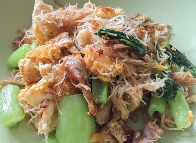 Salsa e verdura di soia di Fried Noodles With Pork In immagine stock libera da diritti
