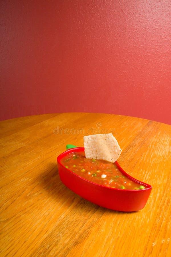 Salsa en spaanders stock foto