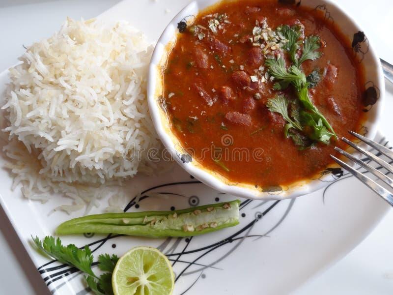 Salsa roja de las habas de riñón con arroz una cocina india fotos de archivo libres de regalías
