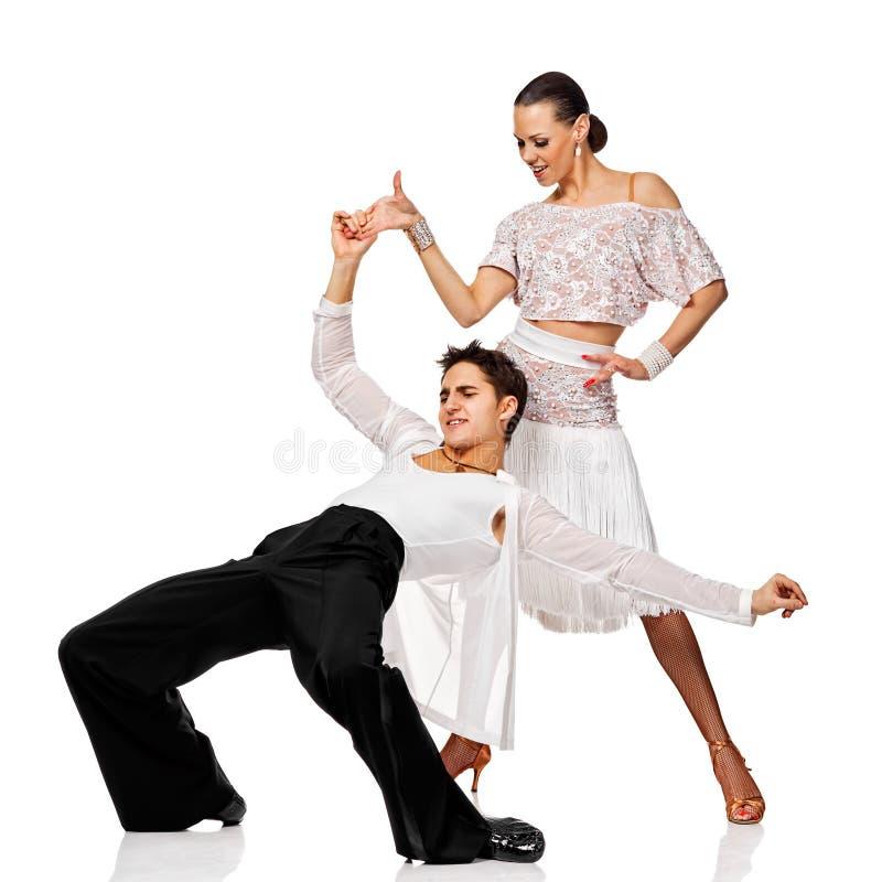 Salsa sensuale di dancing delle coppie. Ballerini del latino nell'azione. Isolato fotografie stock libere da diritti