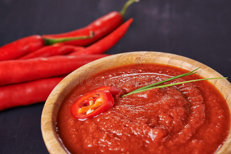 Salsa y chile de tomate fotos de archivo