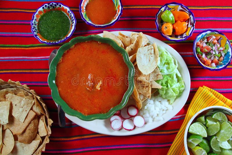 Salsas de chile mexicanas mayas de la sopa de Pozole Yucatán imagen de archivo libre de regalías