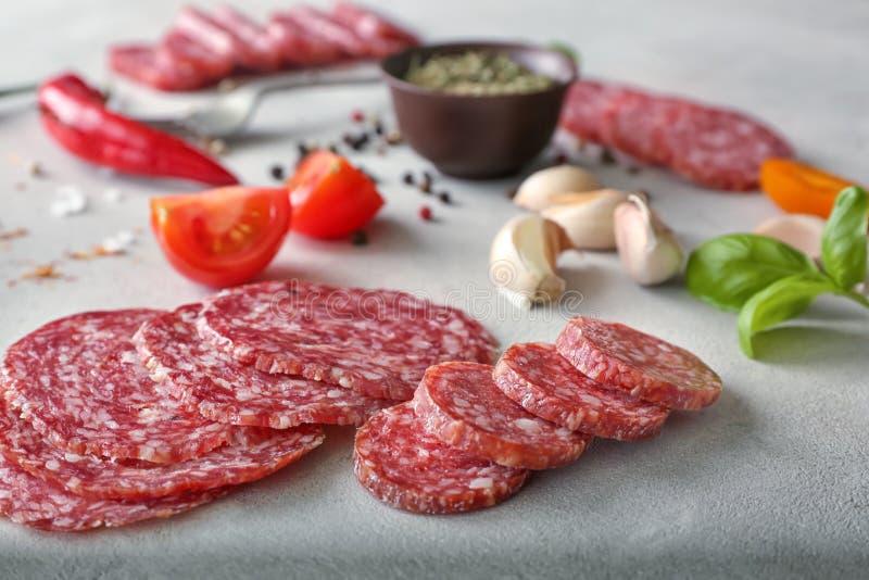 Salsiccia affettata deliziosa fotografia stock libera da diritti