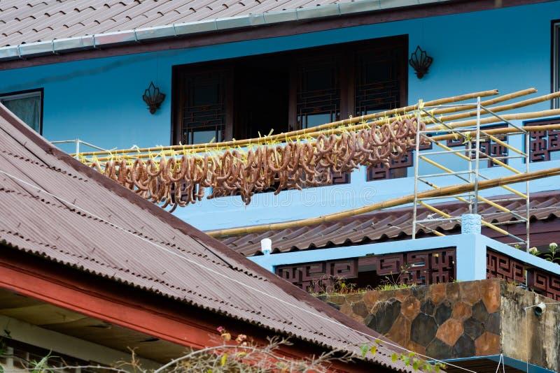 Salsiccia cinese che fermenta sul balcone immagini stock libere da diritti