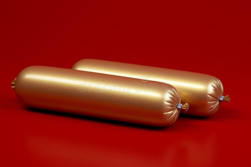 Salsiccia cotta dorata su colore marrone fotografia stock
