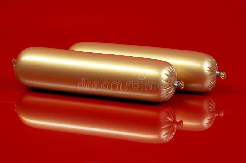 Salsiccia cotta su colore marrone immagine stock libera da diritti