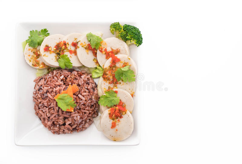 salsiccia di maiale conservata e salsa piccante con il riso della bacca fotografie stock libere da diritti