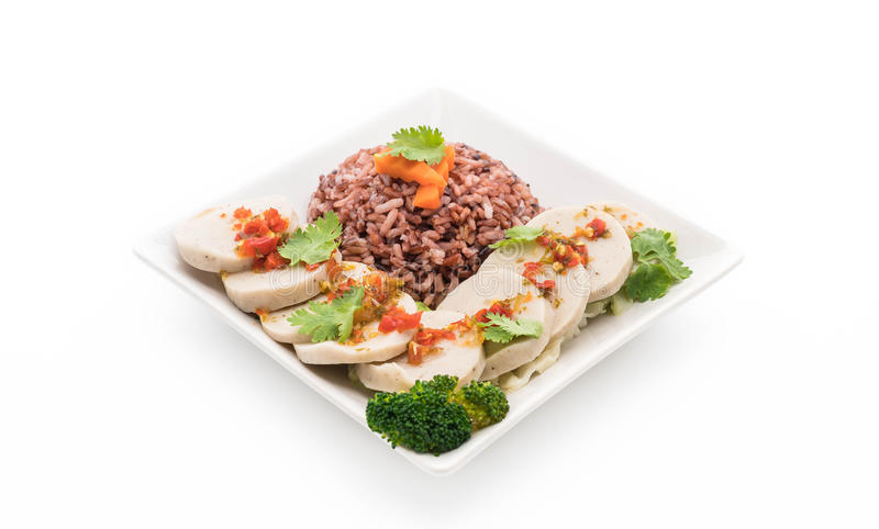 salsiccia di maiale conservata e salsa piccante con il riso della bacca immagini stock
