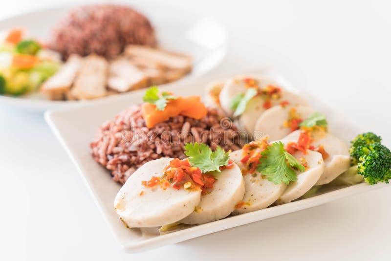 salsiccia di maiale conservata e salsa piccante con il riso della bacca fotografia stock