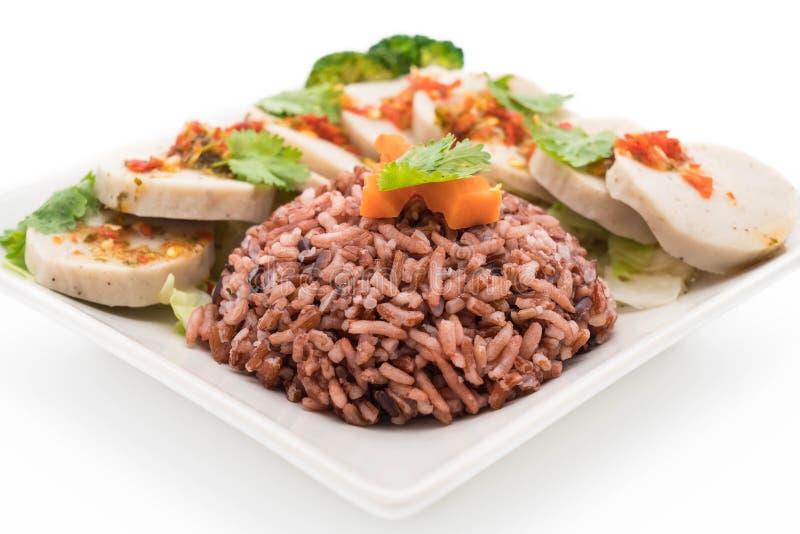 salsiccia di maiale conservata e salsa piccante con il riso della bacca immagini stock libere da diritti