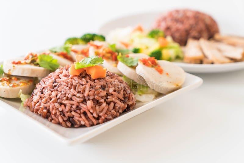 salsiccia di maiale conservata e salsa piccante con il riso della bacca fotografia stock libera da diritti