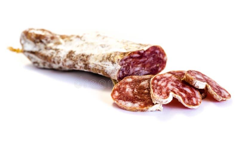 Salsiccia dura del salame su fondo bianco fotografia stock libera da diritti