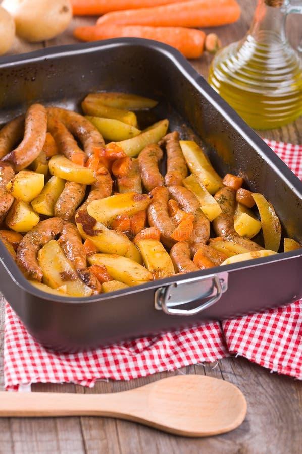 Salsiccia e patate. immagine stock libera da diritti