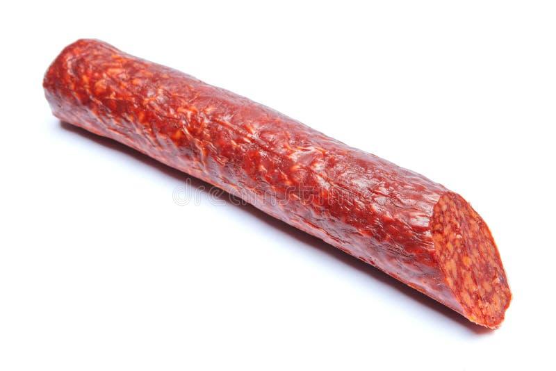 Salsiccia fumata cucinata bastone isolata su bianco immagine stock