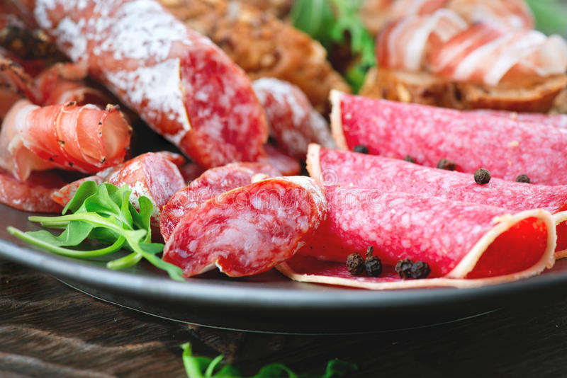 salsiccia Vari prosciutto, salame e bacon italiani immagini stock libere da diritti