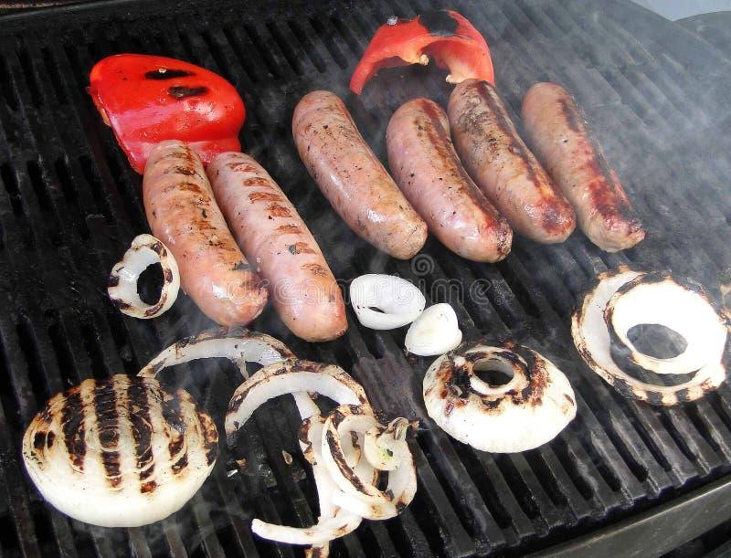 Salsiccie, cipolla e peperoni cotti immagini stock libere da diritti