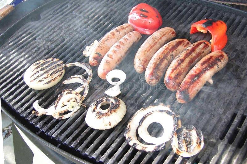 Salsiccie, cipolla e peperoni cotti fotografie stock libere da diritti