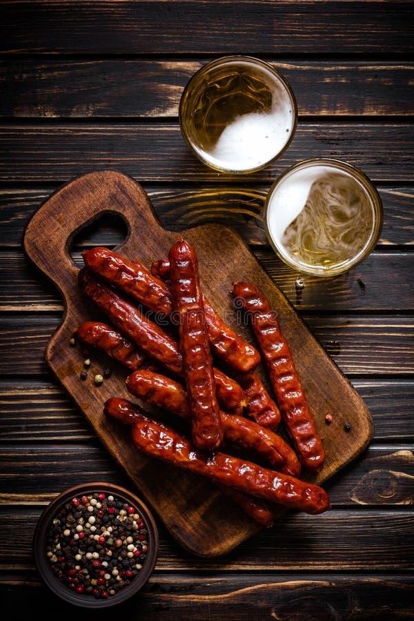 Salsiccie con birra fotografie stock libere da diritti