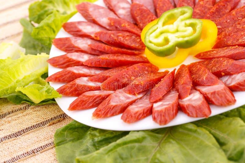 Salsiccie e verdure immagini stock