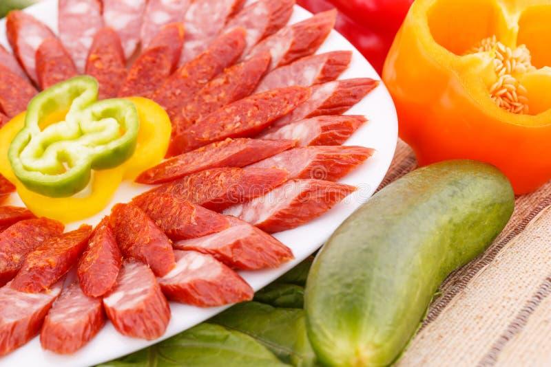 Salsiccie e verdure immagini stock libere da diritti