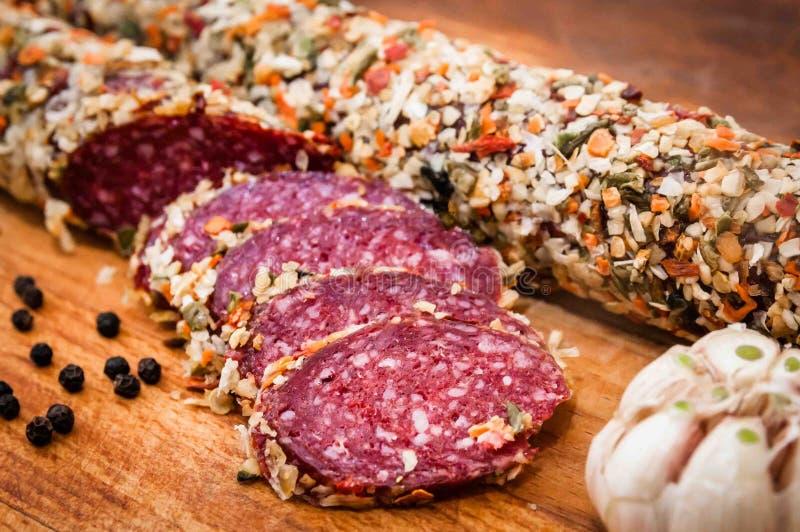 A salsicha cozinhou a salsicha fumado, foto de stock