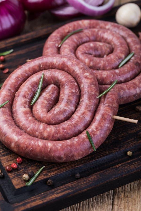 Salsicha de carne de porco crua imagens de stock