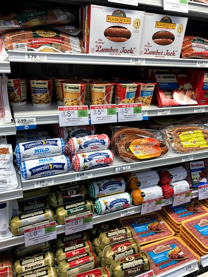 Salsicha envolvida na mercearia imagem de stock royalty free