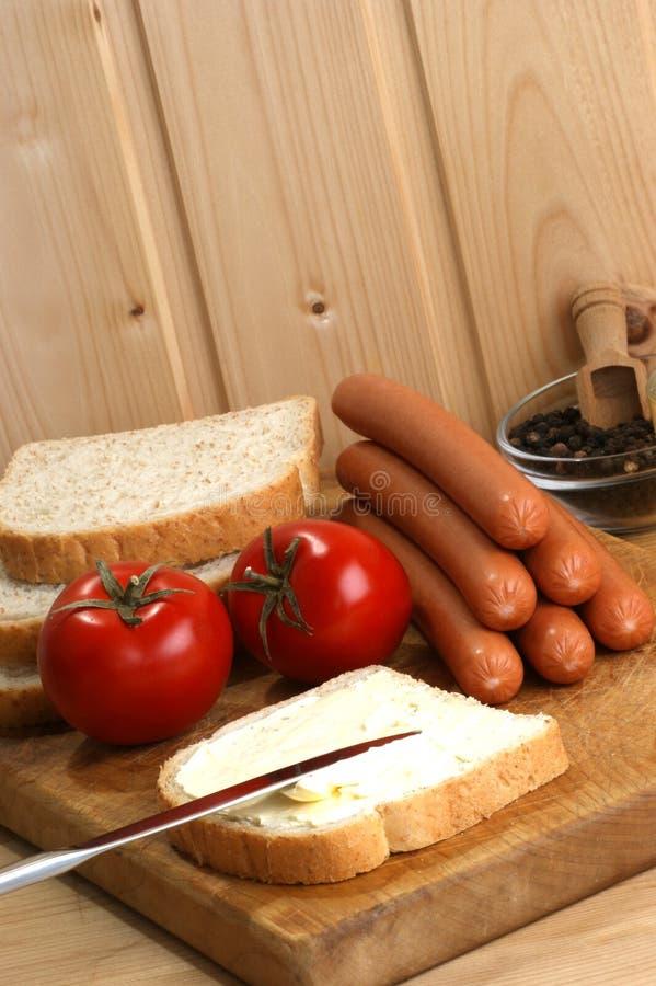 Salsicha, igualmente conhecida como o knackwurst imagens de stock