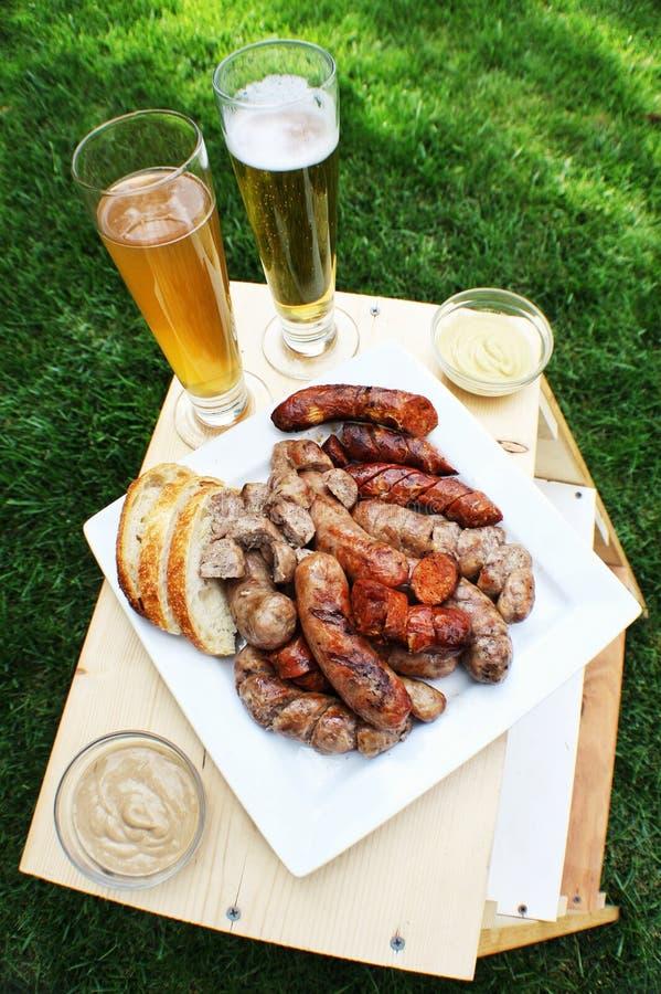 Salsicha, pão e cerveja fotos de stock
