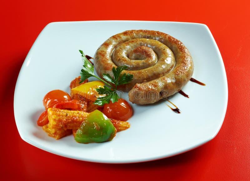 Download Salsicha que faz roasted imagem de stock. Imagem de vegetais - 26520211