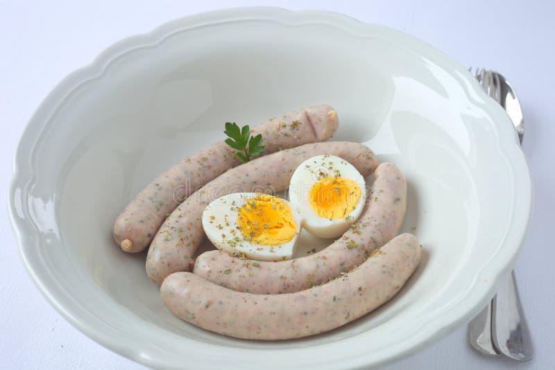 Salsichas brancas com ovos imagens de stock royalty free