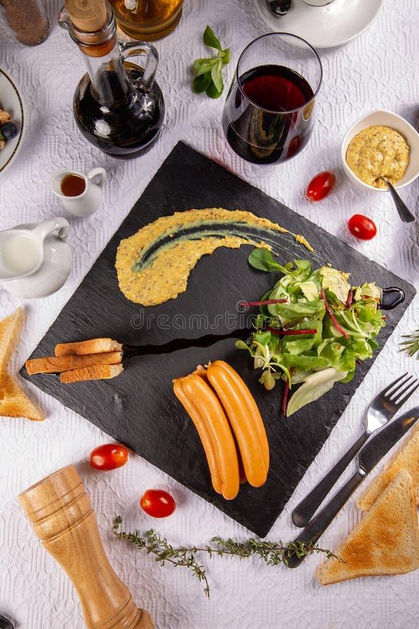 Salsichas de salsicha tipo frankfurter do café da manhã fotografia de stock