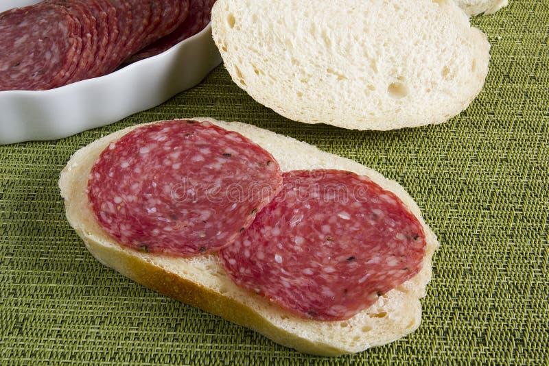 Salsichas do salame do sanduíche fotografia de stock