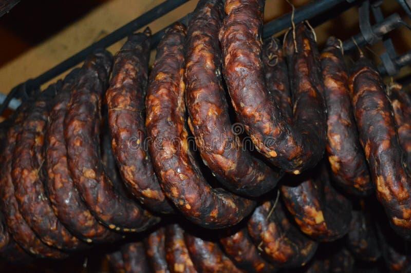 Salsichas feitos a mão secadas, close up foto de stock royalty free