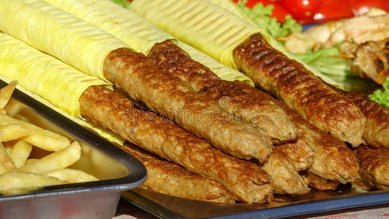 Salsichas grelhadas na casa foto de stock royalty free