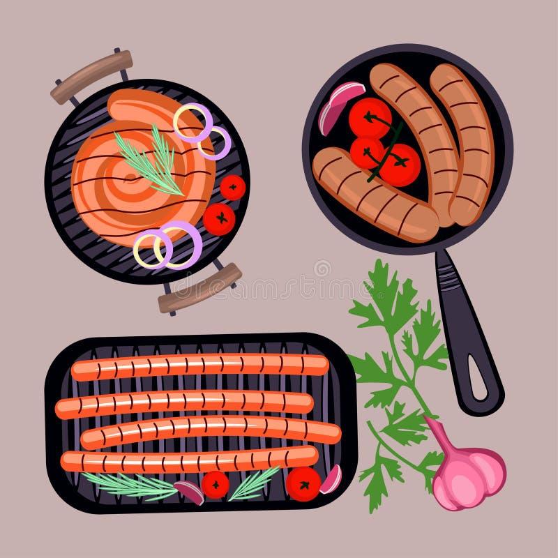 Salsichas grelhadas na frigideira Vista superior fotos de stock royalty free