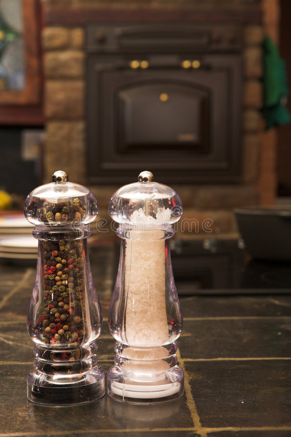 Free Salt And Pepper Shaker Royalty Free Stock Image - 3017906
